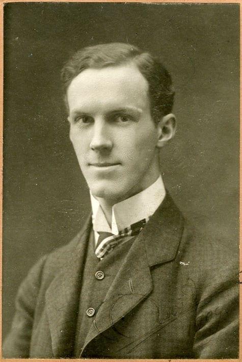 Arvid Huss 1881–1973, tabell 328. Arkitekt; släktforskare och författare till Vi Hussar 1614–1964.