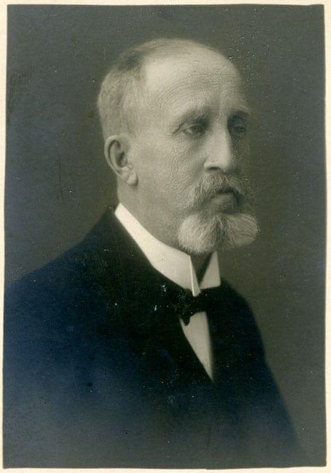 Ernst Huss 1859–1935, tabell 232. Bokhållare. Son till Magnus Huss i hans äktenskap med Theresia Huss född Friedlieb 1834–1860. Bilden togs 1929 när Ernst var 70 år.