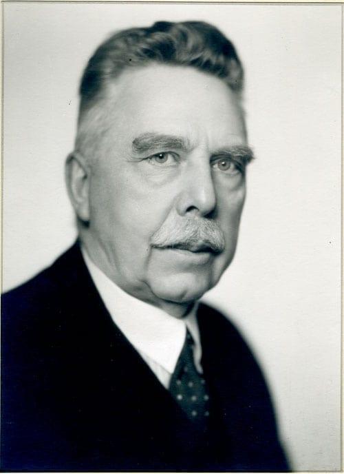 Gunnar Huss 1871–1939, tabell 488. Generaldirektör; släktföreningens ordförande 1926–1939.