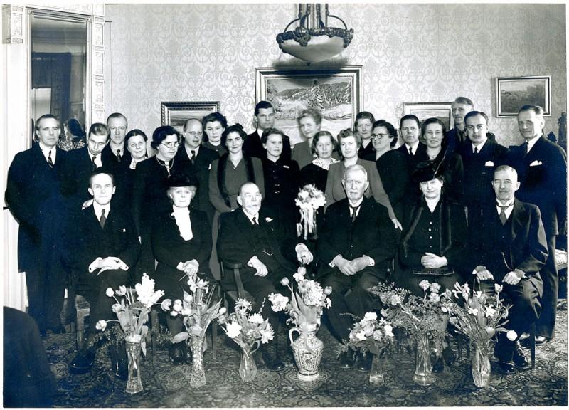 Födelsedag 1944. Johan Huss 1859–1945, tabell 438. Stadskassör i Stockholm. Bilden   togs på Johans 85-årsdag den 5 mars.