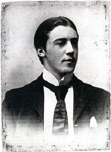 Thomas Huss 1882–, tabell 78 i Vi Hussar I. Född i Cardiff; andre löjtnant i Första Världskriget; skeppsredare och skeppsmäklare.