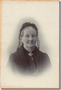 Ulla Huss   Född 1824: Ulrika Bernhardina Bergström. Tabell 335. Gift med Olof Huss 1848. Död 1902 i Sundsvall (Y). Nio barn med denne, bland annat Magnus Huss.