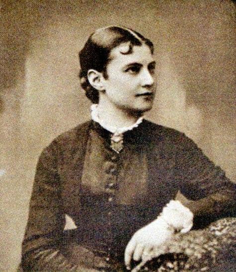 Axeline Hedberg född Huss 1859–, tabell 69 i Vi Hussar I; som ung. Gift 1884 med Gustaf Hedberg.