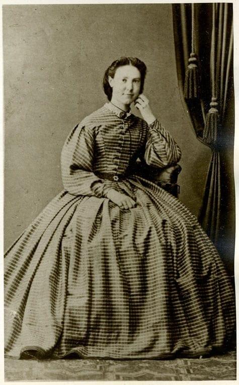 Fanny Huss född Grape 1840–1926, tabell 232. Gift med Magnus Huss i dennes andra äktenskap. Bilden togs cirka 1866.