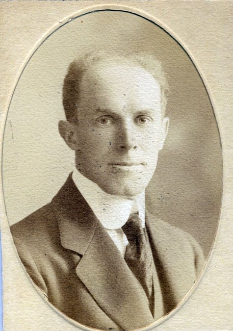 Harald Huss 1875–1959, tabell 300. Apotekare; släktföreningens ordförande 1939–1944.