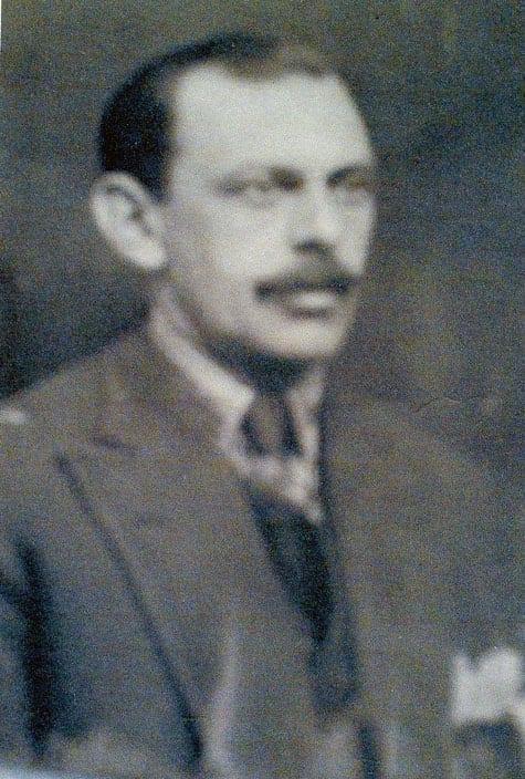 Norberto Huss 1885–1929 eller 1930, tabell 76 i Vi Hussar I; son till Godofredo Huss. Advokat.